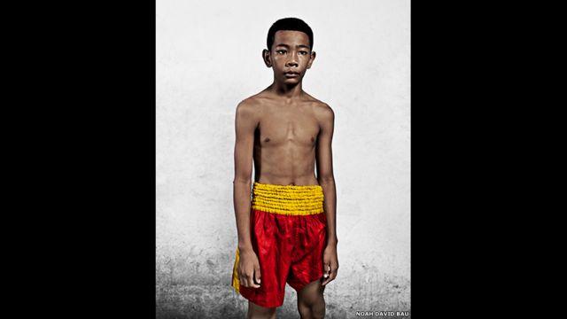 Boxeador de muay thai, por Noah David Bau