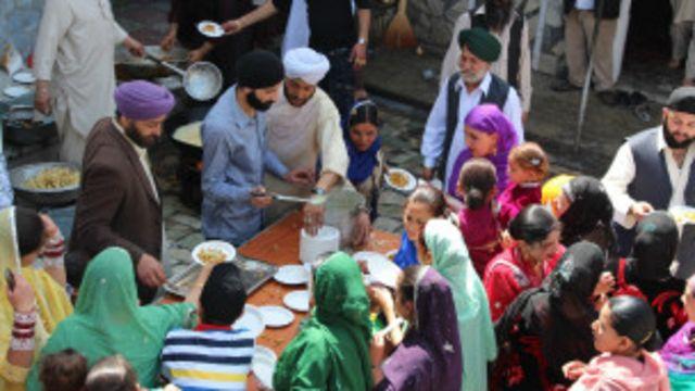 هندوها و سیکهای افغانستان میگویند که در حال حاضر جمعیت آنها به حدود ۳۵۰۰ تا چهار هزار نفر میرسد
