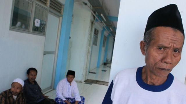 Penolakan terhadap penganut Syiah di Indonesia sebelumnya juga dialami oleh penganut Syiah di sebuah desa di Sampang, Madura.