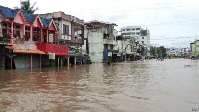 မြဝတီမြို့ မှာတော့ နှစ် ၅၀ အတွင်း အဆိုးဝါး ရေကြီးမှုနဲ့ ရင်ဆိုင်နေရ ပါတယ်။