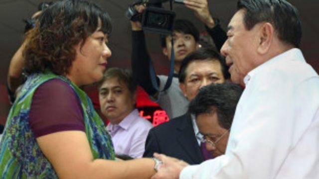 သေဆုံးသူရဲ့ သမီးဖြစ်သူကို ဖိလစ်ပိုင် အထူးကိုယ်စားလှယ် အဖွဲ့က တောင်းပန်စကားဆို