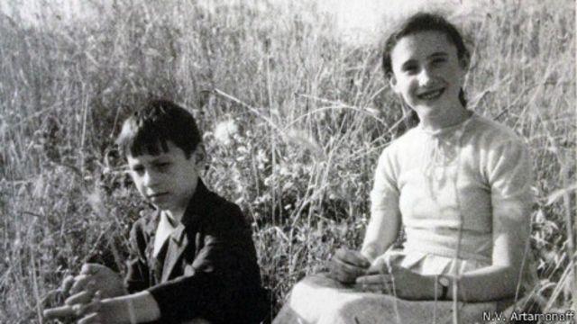 Artamonoff,  Evgeni ve Tatyana kardeşleri de fotoğraflamış