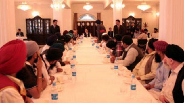 رئیس جمهوری افغانستان به تاریخ ۲۲ اسد/مرداد برای اولین بار با نمایندگان هندوها و سیکها ملاقات کرد