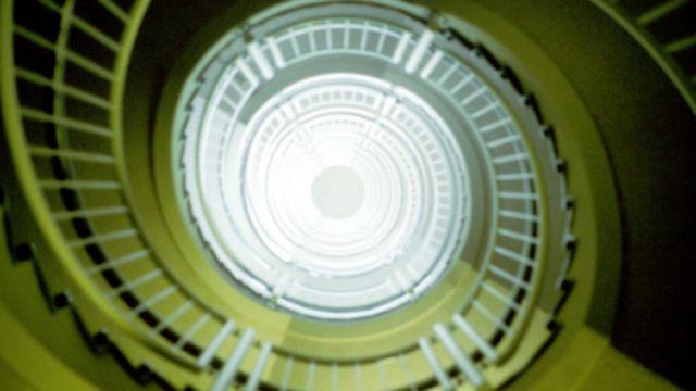 صعود از پلکانی مارپیچ یکی از تجربههای لحظات اول پس از مرگ بوده است