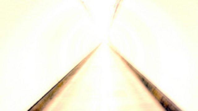 کسانی که بعد از ایست قلبی به زندگی برگشتهاند از حرکت در تونلی نورانی یا تونلی که در انتهای آن نوری بوده سخن گفتهاند