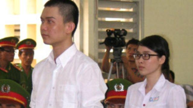 Phương Uyên và Nguyên Kha trong phiên tòa sơ thẩm