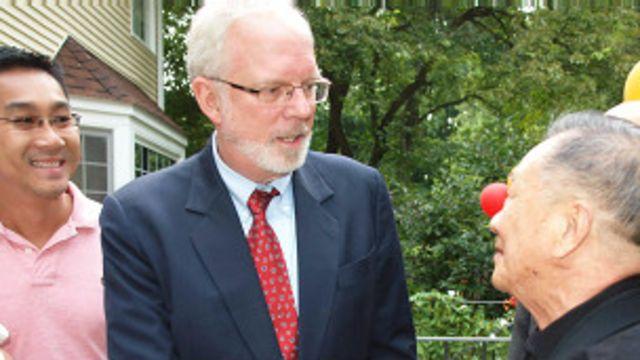 Đại sứ Mỹ David Shear tiếp xúc người Mỹ gốc Việt hồi tháng Tám