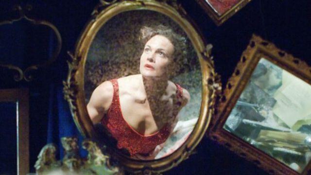著名英国Punchdrunk戏剧公司上演的《溺死者》(The Drowned Man)剧照。