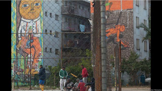 ရက်သုံးဆယ်လောက် အချိန်ယူပြီး ဘရာဇီး အနုပညာရှင် Subtu နဲ့ Thiago Mundane နဲ့ Fel တို့ပေါင်းပြီး ရေးဆွဲထားတဲ့ ပန်းချီများ