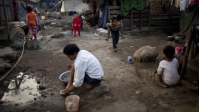 ဒုက္ခသည် စခန်း တခုရှိ ကချင် စစ်ပြေး ပုန်းရှောင်များ