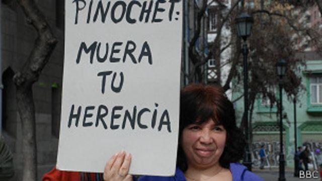Una mujer protesta en una marcha estudiantil la semana pasada