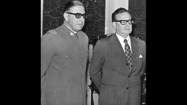 General Augusto Pinochet və prezident Salvador Allende, 23 August, 1973. AFP