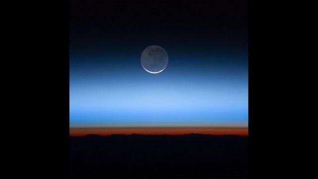 Ay - Beynəlxalq Kosmik Stansiyasının Ekspedisiya 28 missiyasının ekipajının çəkdiyi foto