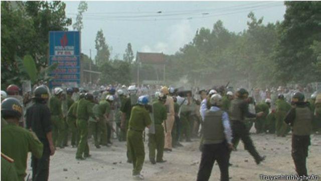 Cả̀nh xung đột ở Mỹ Yên được chiếu trên truyền hình nhà nước