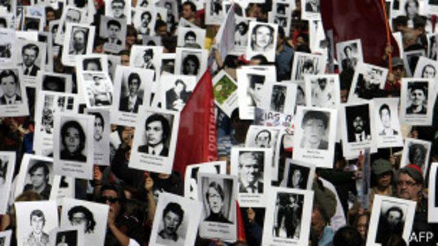 Manifestación en 2013 por los detenidos y desaparecidos de Chile