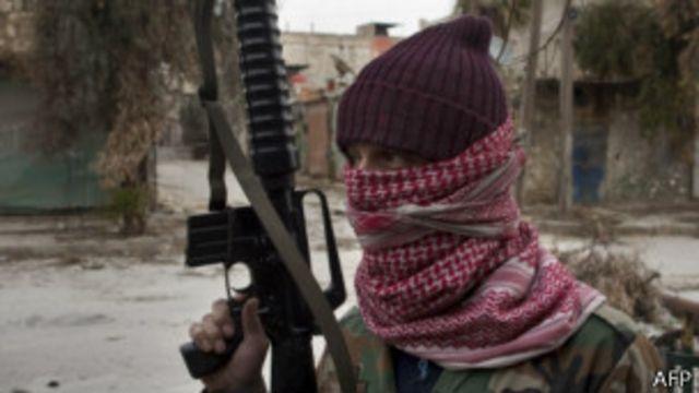 Боец сирийской оппозиции в Алеппо