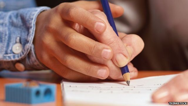 Zurdo aprendiendo a escribir