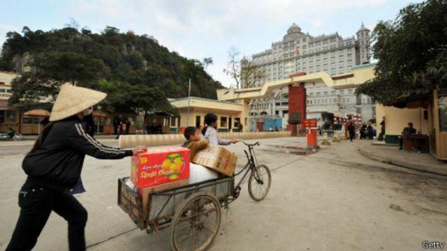 Kim ngạch thương mại qua biên giới Việt - Trung đạt trên 8,6 tỷ USD năm 2012