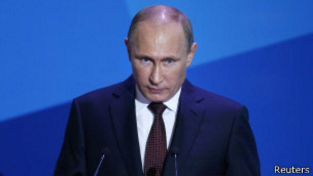 Путин вступил в должность всего год назад, но ему уже приходится отвечать на вопрос о следующем сроке