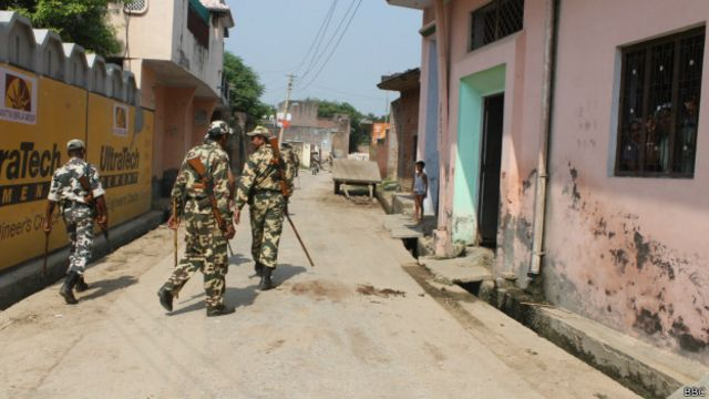 मुज़फ़्फरनगर दंगे के बाद पुलिस तैनात
