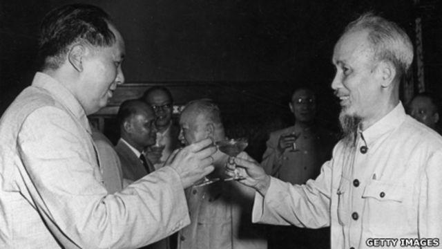 Hai lãnh tụ Mao Trạch Đông và Hồ Chí Minh tại Bắc Kinh tháng 6/1955