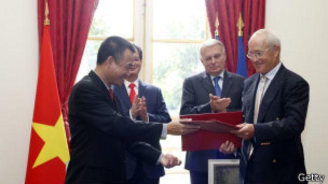 Đơn hàng được ký với sự chứng kiến của thủ tướng Việt Nam và Pháp