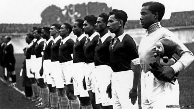 Sejumlah warga peranakan Tionghoa memperkuat tim Hindia Belanda di Piala Dunia 1938.