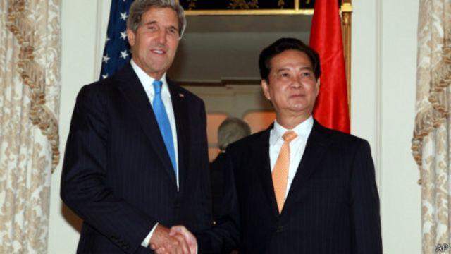 Hai ông John Kerry và Nguyễn Tấn Dũng tại New York 27/9