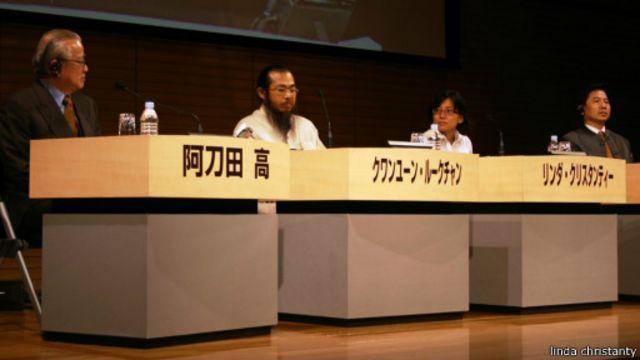 Linda menjadi pembicara di forum PEN International dan Japan PEN Club di Tokyo, pada 2008 lalu.
