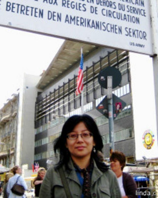 Linda diundang menjadi pembicara tentang peran media dan demokrasi di Berlin, 2008.
