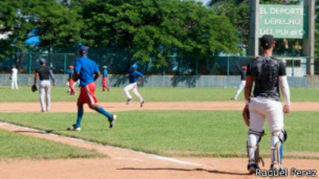 Juego de beisbol en Cuba