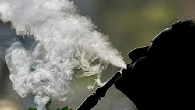 Les narguilés sont utilisés pour fumer du tabac parfumé.