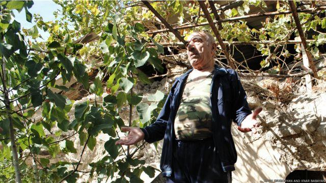 وہ جگہ جہاں کسی دور میں وہ گنبد ہوا کرتا تھا وہاں اب گروش نے ایک باغیچہ بنا لیا ہے۔ وہ اس چھوٹے سے باغیچے میں انگور اگاتے ہیں اور اس کے علاوہ یہاں انار اور مرچ کے درخت بھی ہیں۔
