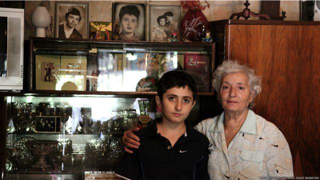 کلارا شادی کے بعد سے اس مسجد میں رہائش پذیر ہیں۔ وہ آج بھی وہاں اپنے بیٹے کی فیملی کے ساتھ رہتی ہیں۔