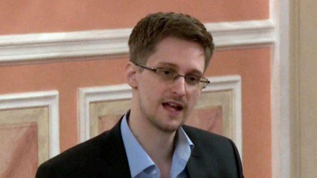 Edward Snowden adalah mantan kontraktor untuk Badan Keamanan Nasional AS.