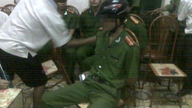 Vụ công an bị dân bắt ở Hòa Bình