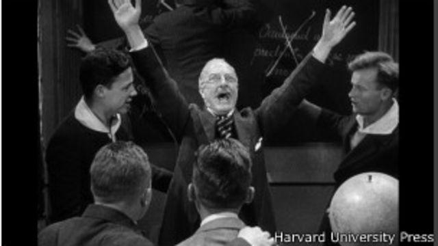 """Сцена из фильма """"На Западном фронте без перемен"""" (1930): учитель призывает учеников вступить в германскую армию."""