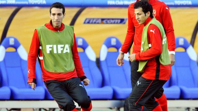 مهاجم نادي الأهلي المصري محمد أبوتريكة أثناء جلسة التدريب الرسمية في طوكيو.
