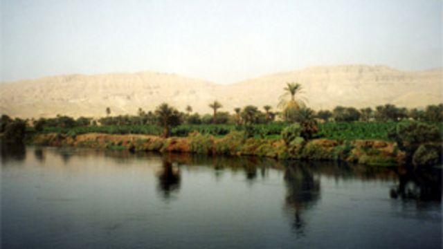 """دعا البشير مصر إلى الاستفادة من """"الفوائد المتوقعة"""" من السد"""