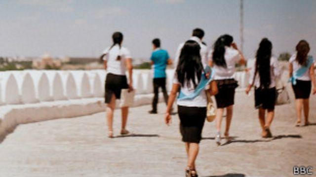 Школьники в Узбекистане