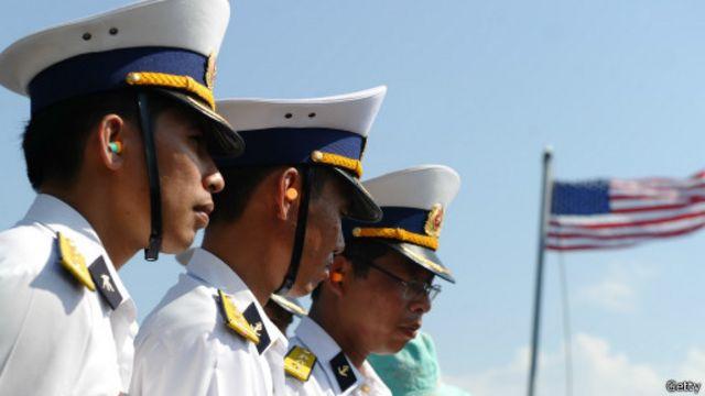 Tàu hải quân Mỹ cập cảng ở Đà Nẵng tháng Tư 2012