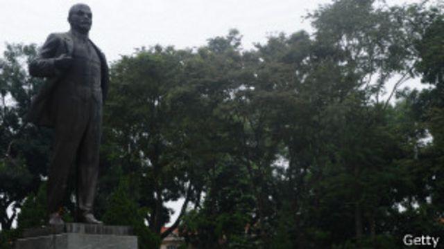 Tượng Lenin ở Hà Nội nhắc nhở quá khứ hữu nghị thời Liên Xô cũ