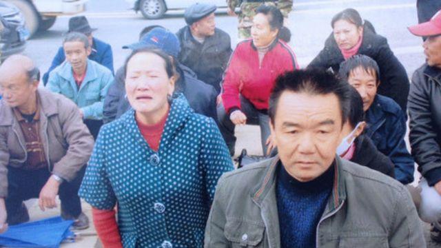 Người dân Trung Quốc quỳ gối khiếu kiện chính quyền