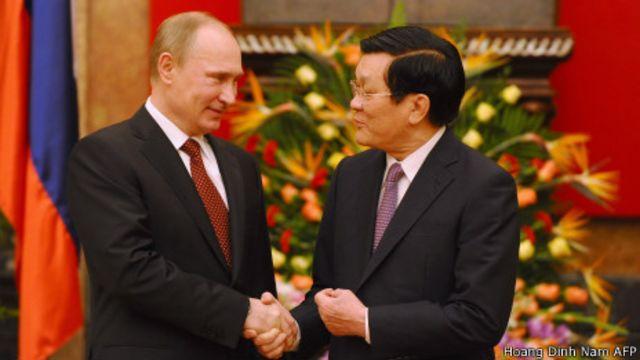 Tổng thống Putin gặp Chủ tịch Trương Tấn Sang trong chuyến thăm đến Hà Nội một ngày.