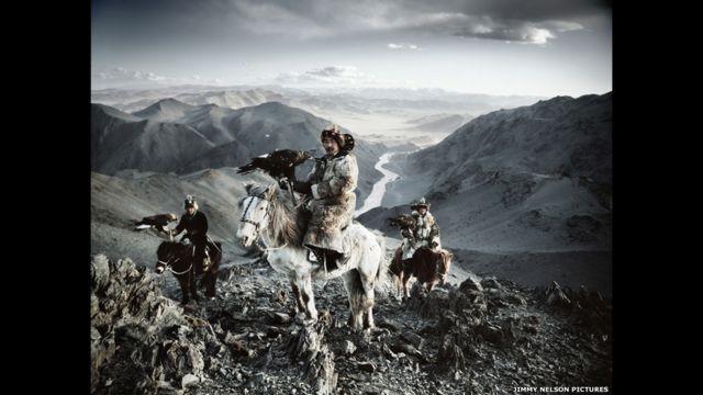 Suku pemburu Kazakh, Mongolia. Jimmy Nelson pictures