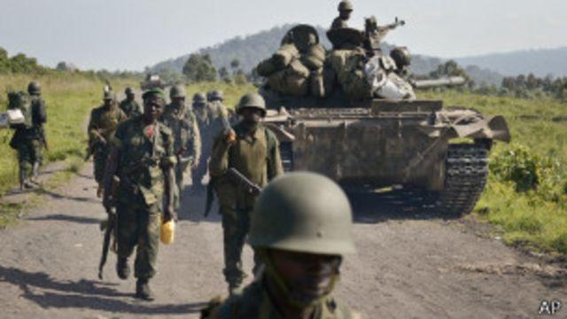 Des soldats des Forces armées de la RDC, pendant leur reconquête de l'Est, le 27 octobre 2013.
