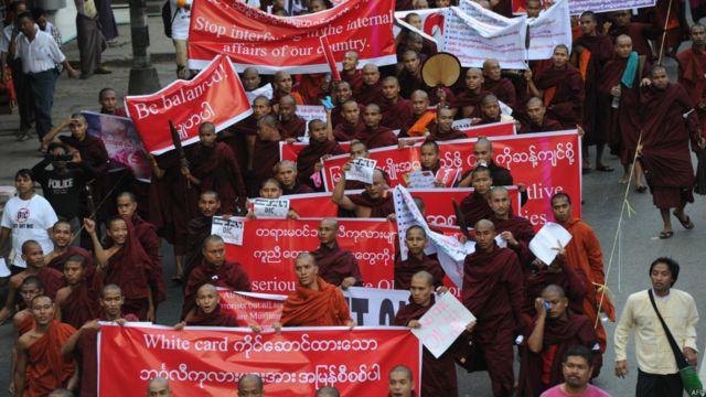 Unjuk rasa biksu di Yangon