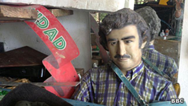Un muñeco de Escobar abandonado en uno de los talleres de la Hacienda Nápoles