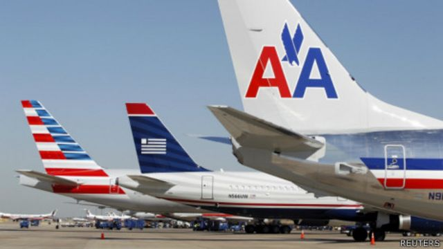 美國達拉斯胡佛國際機場停機坪上的美國航空與全美航空客機(14/2/2013)