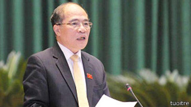Chủ tịch Quốc hội Nguyễn Sinh Hùng nói có thể bỏ sổ hộ khẩu trong tương lai